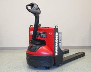 8210-Raymond-walkie -pallet-truck