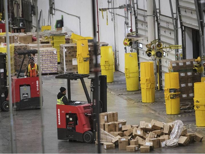 Raymond-forklifts-Amazon-warehouse