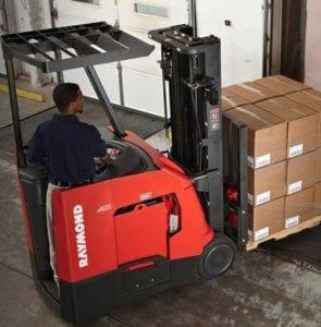 Forklifts-loading-trailer